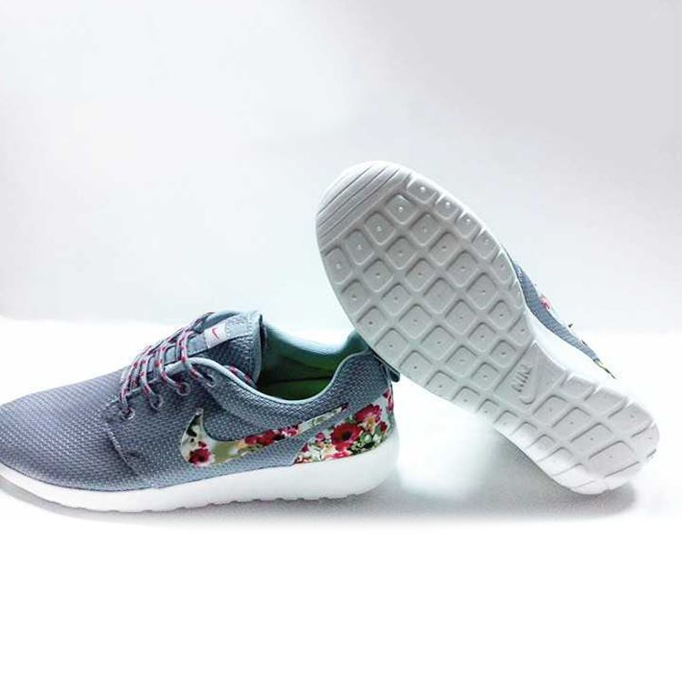 3396d67824e4 ... Picture of Nike Floral Roshe Customized Running Shoes
